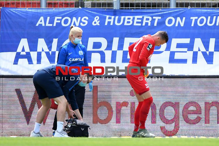 28.06.2020, Hänsch-Arena, Meppen, GER, 3.FBL, SV Meppen vs. FC Ingolstadt 04 <br /> <br /> im Bild<br /> Erik Domaschke (SV Meppen, 32) wird nach einem Foulspiel behandelt und muss zur Halbzeit ausgewechselt werden. Verletzt, Verletzung, Schmerzen.<br /> <br /> <br /> DFL REGULATIONS PROHIBIT ANY USE OF PHOTOGRAPHS AS IMAGE SEQUENCES AND/OR QUASI-VIDEO<br /> <br /> Foto © nordphoto / Paetzel