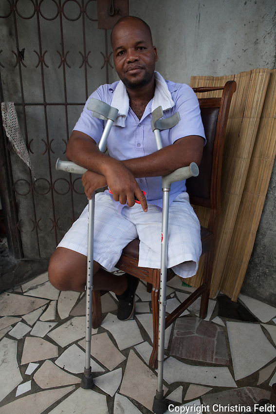 António Ricardo Nhamgumete lives in Beira city together with his wife and children. He is missing one leg due to a work accident. His biggest dream was always to  be a doctor, but he could´t afford to study. Now his biggest dreams are his children and their future...