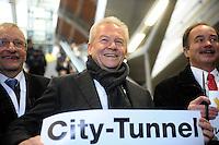Eröffnung des Leipziger Citytunnel am Sonnabend (14.12.2013) - der erste Zug rollt mit einem Feuerwerk in der Station Hauptbahnhof ein - Bahnchef Rüdiger Grube. Foto: Norman Rembarz