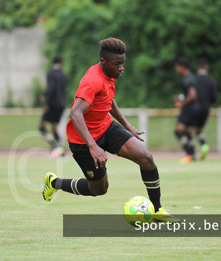 20160713 - DOUAI , FRANCE : RC Lens' Jean Ricner Bellegarde pictured during a friendly game between Racing Club de LENS and Waasland Beveren during the preparations for the 2016-2017 season , Wednesday 13 July 2016 ,  PHOTO Dirk Vuylsteke | Sportpix.Be