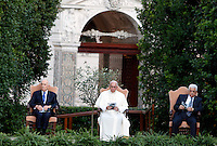 Da sinistra, il presidente israeliano Shimon Peres, Papa Francesco ed il presidente palestinese Mahmoud Abbas prendono parte all'Invocazione per la Pace in Medio Oriente, nei Giardini della Citta' del Vaticano, 8 giugno 2014.<br /> From left, Israeli President Shimon Peres, Pope Francis and Palestinian President Mahmoud Abbas attend the prayer meeting for peace in Middle East at the Vatican Garden 8 June 2014.<br /> UPDATE IMAGES PRESS/Isabella Bonotto<br /> <br /> STRICTLY ONLY FOR EDITORIAL USE