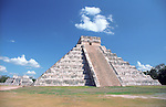 Mayan pyramid 'El Castillo' at Chichen Itza ruins in the Yucatan Mexico