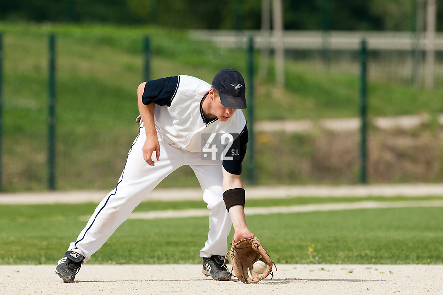 22 May 2009:  Gregory Cros of Montpellier is seen on defense during the 2009 challenge de France, a tournament with the best French baseball teams - all eight elite league clubs - to determine a spot in the European Cup next year, at Montpellier, France. Senart wins 7-1 over Montpellier.