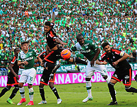 PALMIRA -COLOMBIA-11-06-2017. German Mera (Centro Der) del Deportivo Cali disputa el balón con Eder castañeda (Centro Izq) de America de Cali durante partido por la semifinal de vuelta de la Liga Águila I 2017 jugado en el estadio Palmaseca de Cali. / German Mera (Center R) player of Deportivo Cali fights for the ball with Eder Castañeda (Center L) player of America de Cali during match for the second leg match semifinal of the Aguila League I 2017 played at Palmaseca stadium in Cali.  Photo: VizzorImage/ Nelson Rios /Cont
