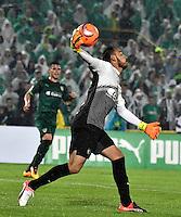 BOGOTA - COLOMBIA -25-02-2017: Diego Novoa, portero de La Equidad, en acción, durante partido entre La Equidad y Atletico Nacional, por la fecha 5 de la Liga Aguila I-2017, jugado en el estadio Nemesio Camacho El Campin de la ciudad de Bogota. / Diego Novoa, goalkeeper of La Equidad, in action, during a match between La Equidad and Atletico Nacional, for the  date 5 of the Liga Aguila I-2017 at the Nemesio Camacho El Campin Stadium in Bogota city, Photo: VizzorImage  / Luis Ramirez / Staff.