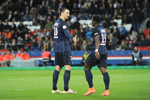 29.04.2016. Paris, France. French league 1 football. Paris St German versus Rennes.  ZLATAN IBRAHIMOVIC (psg) celebrates with SERGE AURIER (psg)