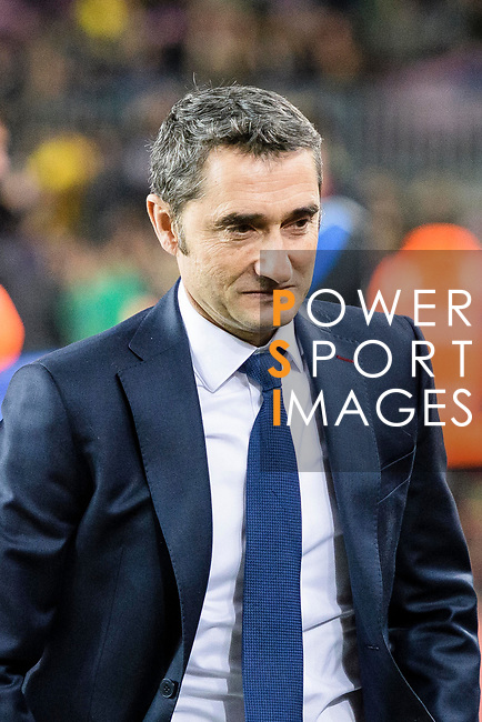 FC Barcelona Head Coach Ernesto Valverde getting into the field during the La Liga 2017-18 match between FC Barcelona and Deportivo La Coruna at Camp Nou Stadium on 17 December 2017 in Barcelona, Spain. Photo by Vicens Gimenez / Power Sport Images