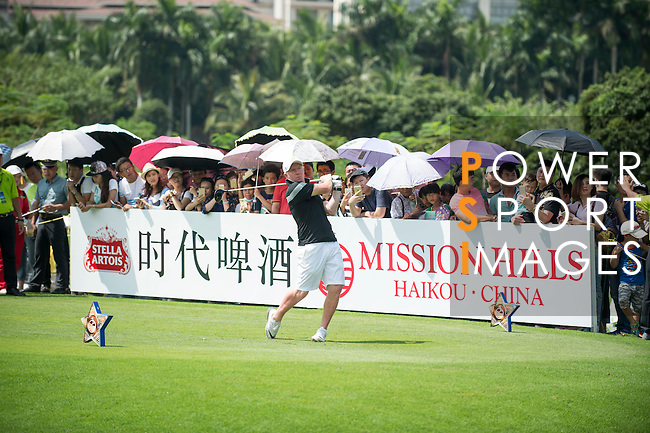 Paul Scholes tees off during the World Celebrity Pro-Am 2016 Mission Hills China Golf Tournament on 23 October 2016, in Haikou, Hainan province, China. Photo by Marcio Machado / Power Sport Images