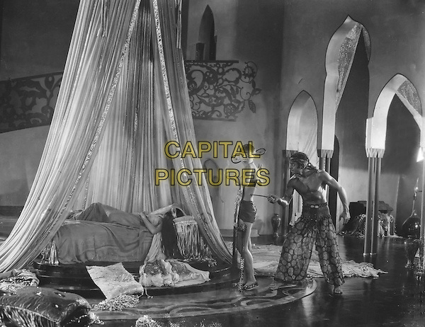 The Thief of Bagdad (1924) <br /> Douglas Fairbanks, Julanne Johnston and Anna May Wong<br /> *Filmstill - Editorial Use Only*<br /> CAP/KFS<br /> Image supplied by Capital Pictures