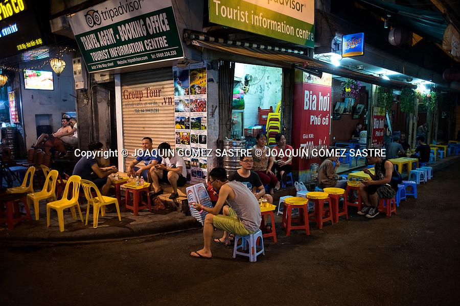 The nightlife in the streets of Hanoi (Vietnam)<br /> HANOI-VIETNAM