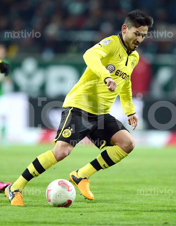 FUSSBALL   1. BUNDESLIGA   SAISON 2012/2013    18. SPIELTAG SV Werder Bremen - Borussia Dortmund                   19.01.2013 Ilkay Guendogan (Borussia Dortmund)  am Ball