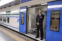Roma, 5 aprile 2012.Trenitalia presenta i nuovi treni per i pendolari. Vivalto.Ferrovieri