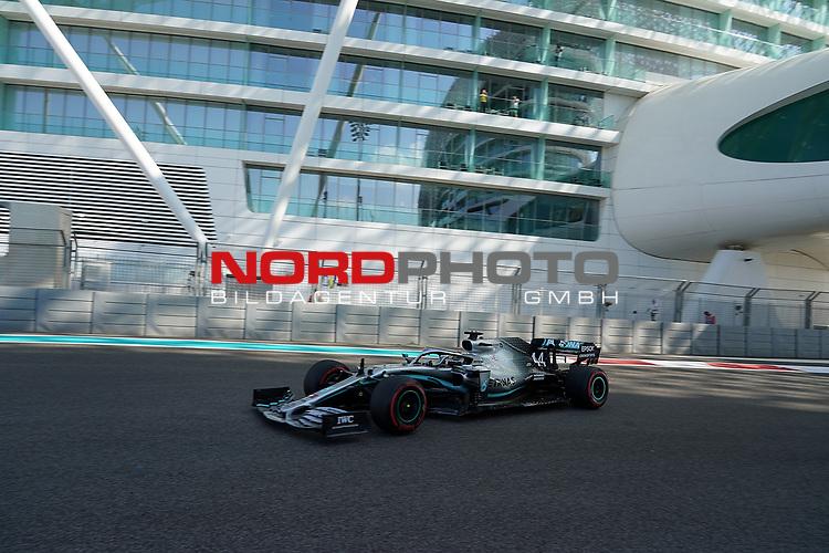 29.11.2019, Yas Marina Circuit, Abu Dhabi, FORMULA 1 ETIHAD AIRWAYS ABU DHABI GRAND PRIX 2019<br />, im Bild<br />Lewis Hamilton (GB#44), Mercedes-AMG Petronas Motorsport<br /> <br /> Foto © nordphoto / Bratic