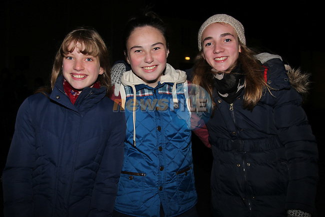 Ellen Murphy Emma White Caoimhe Branigan.at the walking ghost tours in Millmount..Picture: Fran Caffrey/www.newsfile.ie.