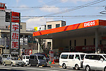 March 17, 2011, Tokyo, Japan - A busy filling station  due to lack of gasoline. A series of fires and suspended operations at oil refineries in the wake of Friday's massive earthquake in northern Japan are contributing to shortages of gasoline, diesel and other petroleum products in the greater Tokyo area. (Photo by YUTAKA/AFLO) [1040]