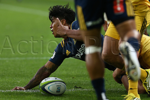 05.03.2016. Dunedin, New Zealand.  Malakia Fekitoa of the Highlanders goes over and scores a try in the Super Rugby match between Highlanders and Hurricanes, Forsyth Barr Stadium, Dunedin, Saturday, March 05, 2016.
