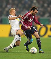 Fussball DFB Pokal:  Saison   2011/2012  Achtelfinale  21.12.2011 Borussia Moenchengladbach - FC Schalke 04 Mike Hanke (li, Borussia Moenchengladbach)  gegen Christian Fuchs (FC Schalke 04)