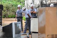 SAO JOSE DOS CAMPO, SP, 23 DE JANEIRO DE 2012  Policia militar  isola arena no Bairro do Pinheirinho.Av Leonor de almeida Ribeiro Souto(FOTO: ADRIANO LIMA - NEWS FREE).
