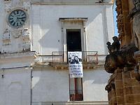 AGO 2012 - Puglia, Salento, Nardo' seconda citta' della provincia di Lecce vicina alla costa ionica del Salento. Antico centro storico con testimonianze di ogni epoca e numerose architetture barocche. Striscione in ricordo di Falcone e Borsellino appeso a un balcone..August 2012 - Apulia, Salento, Nardo' second city of the province of Lecce, near the Ionian coast of Salento. Ancient historical town with  many Baroque monuments. Banner in memory of Falcone and Borsellino hanging from a balcony.