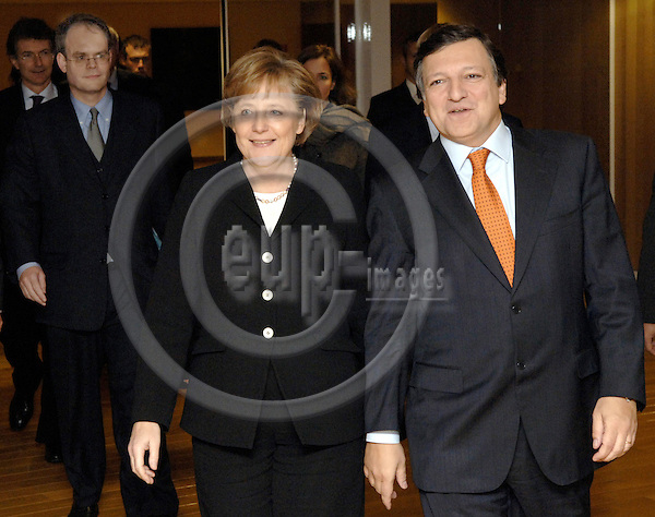 Brussels-Belgium - 23 November 2005---Jose (José) Manuel BARROSO (ri), President of the European Commission, receives Angela MERKEL (le), German Federal Chancellor, at the Headquarters of the EC; in the backleft Johannes LAITENBERGER, recently appointed EU-Commission Spokesman---Photo: Horst Wagner/eup-images