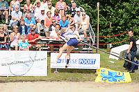 FIERLJEPPEN: WINSUM: Accommodatie 'St. Japik', St. Fierljep-akkommodaasje Winsum, 11-08-2012, Fries kampioenschap 2012, Dames, uitsprong Hilianne van der Wal (#100), ©foto Martin de Jong