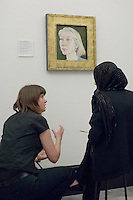 Sadie Lee talks about Ishbel Myerscough's portrait of Dame Helen Mirren, State Secondary school visit to the National Portrait Gallery, London.
