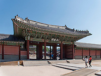 Tor zur Thronhalle Injeongjeon im Changdeokgung Palast, Seoul, S&uuml;dkorea, Asien, UNESCO-Weltkulturerbe<br /> Gate to throne hall Injongjeon in palace Changdeokgung,  Seoul, South Korea, Asia UNESCO world-heritage