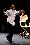 OUVREZ!..Danses apéritives // duo..Création 2008....Chorégraphie : Sylvain Prunenec..Interprétation : Sylvain Prunenec et Kerem Gelebek..Musique : Manuel Coursin et Michel Guillet..Lumières : Erik Houllier..Le 29/09/2012..Parc culturel de Rentilly..© Laurent Paillier / photosdedanse.com..All rights reserved