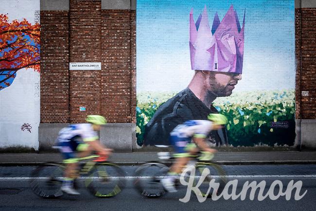 speeding by in front of some local street art<br /> <br /> 94th Schaal Sels 2019<br /> One Day Race: Merksem  >  Merksem  (UCI 1.1)<br /> ©kramon