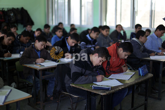Palestinian students learn Hebrew at a school belonging to the Ministry of Education in Gaza City, on Feb. 20, 2013. Hamas, which controls the Gaza Strip began this year to teach Hebrew to school students from the ninth grade. Photo by Ashraf Amra