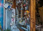 Sklep z pamiątkami, ulica Józefa na krakowskim Kazimierzu.<br /> Souvenir shop, Józefa Street in Krakow's Kazimierz district.