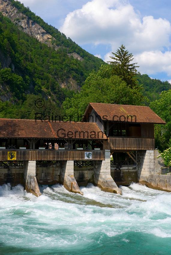 CHE, SCHWEIZ, Kanton Bern, Berner Oberland, Interlaken: Stauwehr am Fluss Aare | CHE, Switzerland, Bern Canton, Bernese Oberland, Interlaken: weir at river Aare