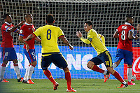 SANTIAGO DE CHILE- CHILE-12-11-2015: James Rodriguez (Der.) jugador de Colombia, celebra el gol anotado a Chile, durante partido de la fecha 3 válido por la clasificación a la Copa Mundo FIFA 2018 Rusia jugado en el Estadio Nacional Julio Martinez de la ciudad de Santiago de Chile. /  James Rodriguez (R) player of Colombia celebrates a scored goal to Chile, during match for the date 3 valid for the 2018 FIFA World Cup Russia Qualifier played at Julio Martinez Nacional Stadium in Santiago de Chile city. Photo: VizzorImage / Marcelo Hernandez/Photosport / Cont.