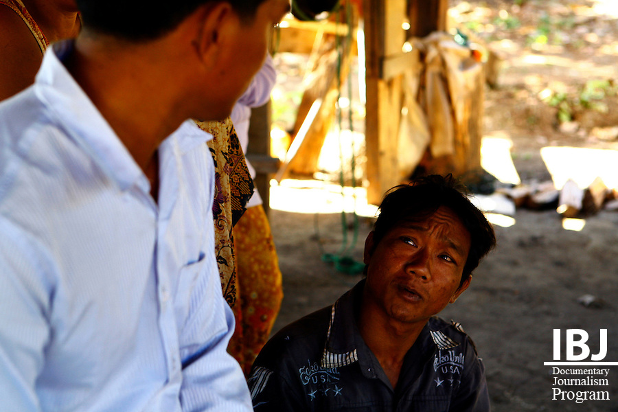 IBJ Lawyer and IBJ Investigator visit family home of victim of sexual assault in rural Rattnakiri. They speak with family members of the victim and the Commune Chief in order to understand more about the incident. 15-12-2010