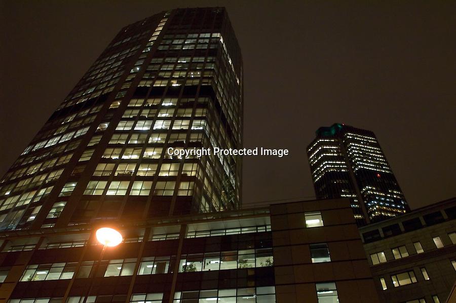 Panoramica nocturna de unos rascacielos en la zona de Bishopsgate en la ciudad de Londres..foto JOAQUIN GOMEZ SASTRE ©