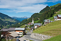 Austria, Vorarlberg, Sonntag; community at Great Walser Valley with parish church St. Oswald | Oesterreich, Vorarlberg, Sonntag; Gemeinde im Grossen Walsertal mit Kath. Pfarrkirche St. Oswald