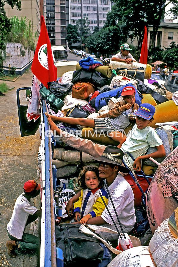 Manifestação do Movimento dos Sem Terra na Avenida Paulista. 1996. São Paulo. Foto de Juca Martins.