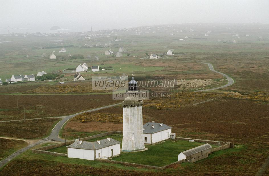 Europe/France/Bretagne/29/Finistère/Ile d'Ouessant: Vu depuis tour du CROSS CORSEN(Centre Régional Opérationnel de Surveillance et de Sauvetage): phare du STIFF