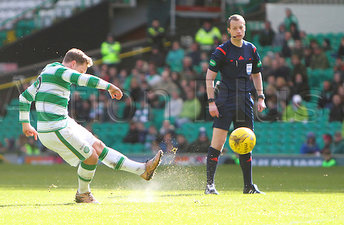 06.03.2016. Celtic Park, Glasgow, Scotland. Scottish Cup. Celtic versus Morton. Kris Commons fires in a free kick