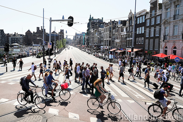 Nederland Amsterdam . Het Damrak.  Foto Berlinda van Dam / Hollande Hoogte
