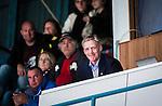 Stockholm 2014-09-27 Ishockey Hockeyallsvenskan AIK - Mora IK :  <br /> AIK:s tr&auml;nare Peter Gradin ler p&aring; l&auml;ktaren n&auml;r han h&auml;lsas v&auml;lkommen tillbaka efter skada av AIK:s publik under den f&ouml;rsta perioden<br /> (Foto: Kenta J&ouml;nsson) Nyckelord:  AIK Gnaget Hockeyallsvenskan Allsvenskan Hovet Johanneshovs Isstadion Mora MIK  glad gl&auml;dje lycka leende ler le portr&auml;tt portrait skada skadan ont sm&auml;rta injury pain