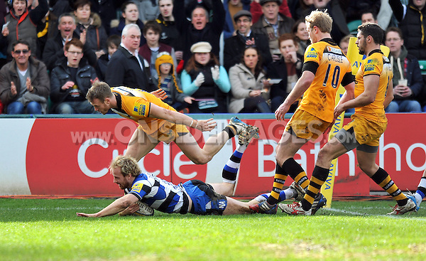 Nick Abendanon scores a try in the corner. Aviva Premiership match, between Bath Rugby and London Wasps on February 22, 2014 at the Recreation Ground in Bath, England. Photo by: Patrick Khachfe / Onside Images