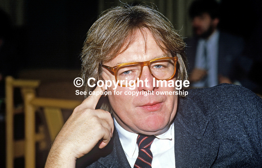 Alan Parker, film director, UK, 19851107AP1..Copyright Image from Victor Patterson, 54 Dorchester Park, Belfast, UK, BT9 6RJ..Tel: +44 28 9066 1296.Mob: +44 7802 353836.Voicemail +44 20 8816 7153.Skype: victorpattersonbelfast.Email: victorpatterson@me.com.Email: victorpatterson@gmail.com..IMPORTANT: If you wish to use this image or any other of my images please go to www.victorpatterson.com and click on the Terms & Conditions. Then contact me by email or phone with the reference number(s) of the image(s) concerned.