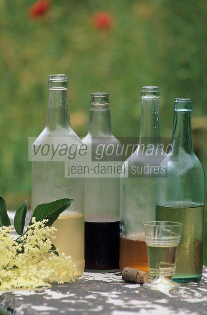 """Europe/France/Languedoc-Roussillon/66/Pyrénées-Orientales/Maureillas: Auberge à la ferme """"Belladona"""" - Bouteilles de vins aromatisés aux plantes"""