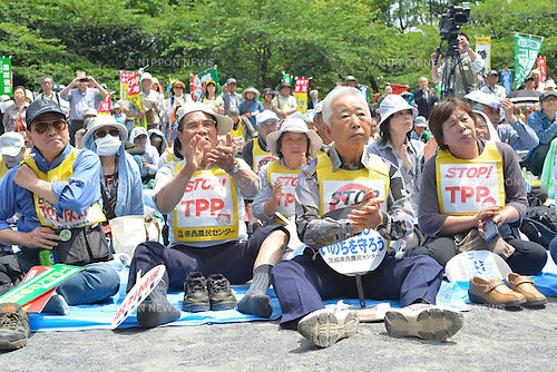 May 25th, 2013 : Tokyo, Japan - People gathered and listened to guest speakers at a demonstration against Trans-Pacific Strategic Economic Partnership Agreement, or TPP, at Shiba Park, Minato, Tokyo, Japan on May 25, 2013. According to a demonstration authority, there were more than 2,000 people showed up from all over the nation. (Photo by Koichiro Suzuki/AFLO)