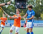 UTRECHT - Jasper Luijkx (Kampong) met links Sander 't Hart (Bldaal)   tijdens de hoofdklasse competitiewedstrijd mannen, Kampong-Bloemendaal (2-2) . COPYRIGHT KOEN SUYK