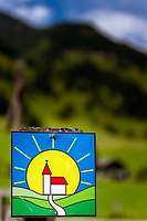 Oesterreich, Salzburger Land, Pongau, Grossarltal: das Symbol fuer den Kapellen-Wanderweg im Grossarltal | Austria, Salzburger Land, region Pongau, valley Grossarltal: symbol for Chapel-Hiking- Trail