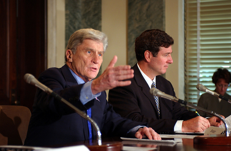 1reagan091801 -- John Warner, R-Va., and George Allen, R-Va., during a press availability meeting on the reopening of Reagan National Airport.