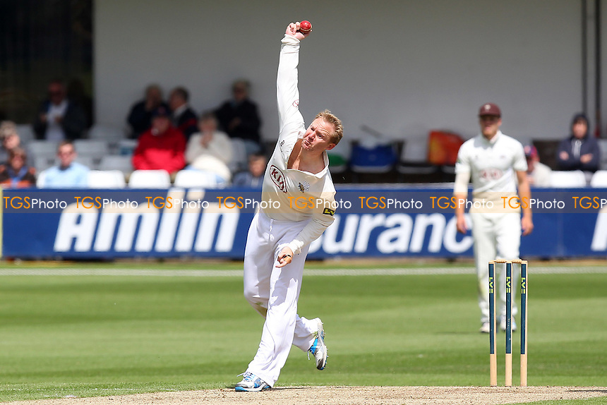 Gareth Batty in bowling action for Surrey - Essex CCC vs Surrey CCC - LV County Championship Division Two Cricket at the Essex County Ground, Chelmsford, Essex - 25/05/14 - MANDATORY CREDIT: Gavin Ellis/TGSPHOTO - Self billing applies where appropriate - 0845 094 6026 - contact@tgsphoto.co.uk - NO UNPAID USE