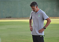MONTERIA - COLOMBIA, 28-07-2019: Juan Carlos Osorio técnico de Nacional gesticula durante el partido por la fecha 3 de la Liga Águila II 2019 entre Jaguares de Córdoba F.C. y Atlético Nacional jugado en el estadio Jaraguay de la ciudad de Montería. / Juan Carlos Osorio coach of Nacional gestures during match for the date 3 as part Aguila League II 2019 between Jaguares de Corrdoba F.C. and Atletico Nacional played at Jaraguay stadium in Monteria city. Photo: VizzorImage / Andres Rios / Cont